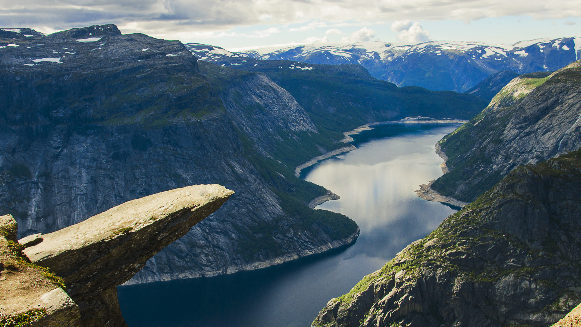 Car Parking Wallpaper Trolltunga 23 Km Hike To See Troll S Tongue Onedaystop Com