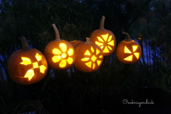 glowing pumpkins...fun centerpiece!