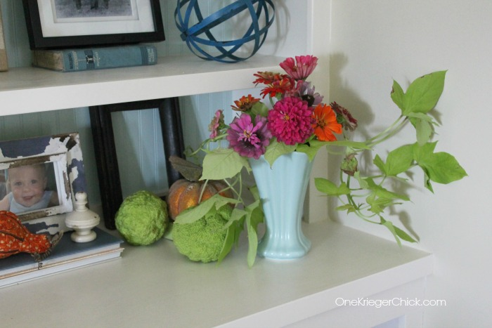 Zinnias and hedge balls add a bit of color to fall decor-OneKriegerChick.com