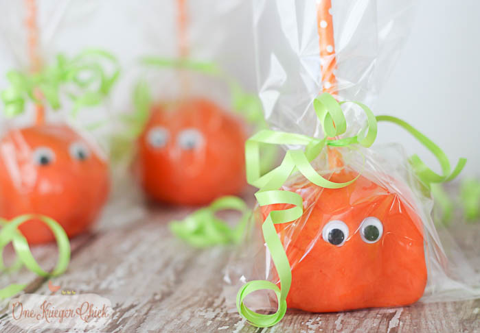 Homemade Pumpkin Playdough Pops- The perfect last minute Non-Candy Halloween treat! So much fun for kiddos!- OneKriegerChick.com-2