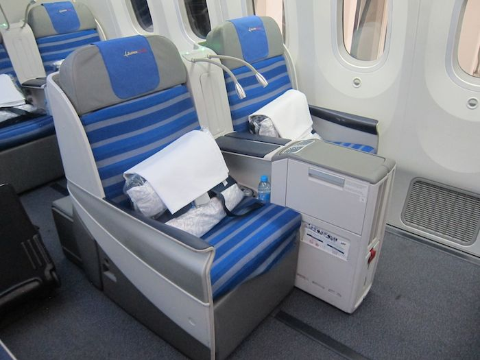 Review LOT Polish Business Class 787 New York To Warsaw - One Mile