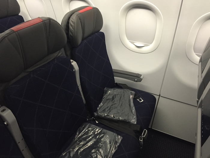 Review American Economy Class A321 Los Angeles To New York - One
