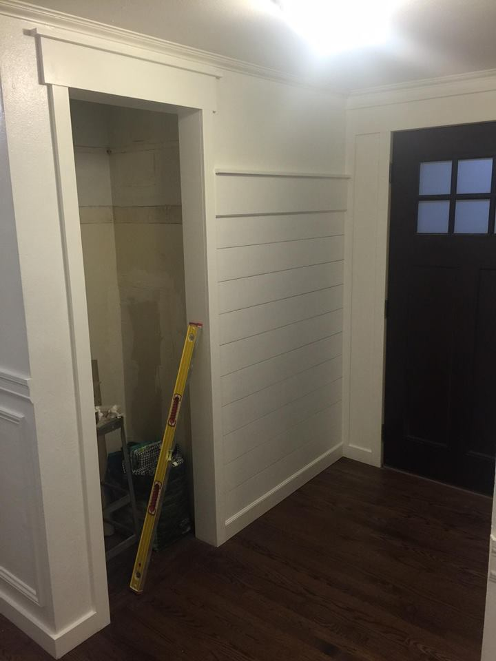 farmhouse-shiplap-entryway-wall