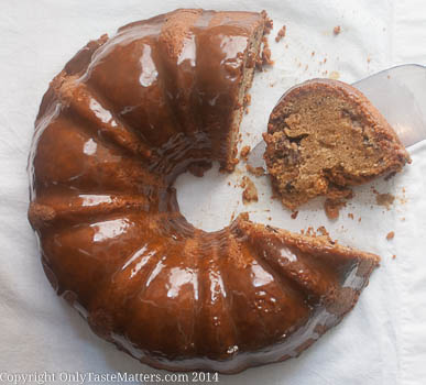 Brown Sugar #Bundt Cake with Caramel Drizzle. It even has toffee and pecans! Unreal! Go to OnlyTasteMatters.com for the amazing #recipe. #glutenfreebaking #dessertrecipes #bundtamonth