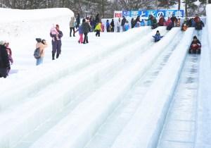 大沼函館雪と氷の祭典(ジャンボすべり台)明るい