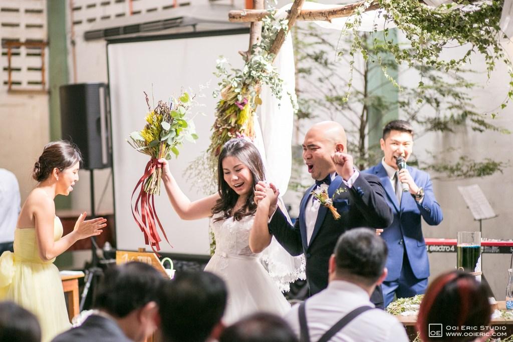 Liang-Pojoo-LiangPojooRingOnIt-Whup-Whup-Restaurant-Cafe-Couple-Portrait-Prewedding-Pre-Wedding-Ceremony-Day-Engagement-Photography-Photographer-Malaysia-Kuala-Lumpur-Ooi-Eric-Studio-36