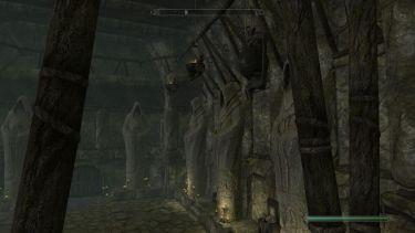 Skyrim menacing statues