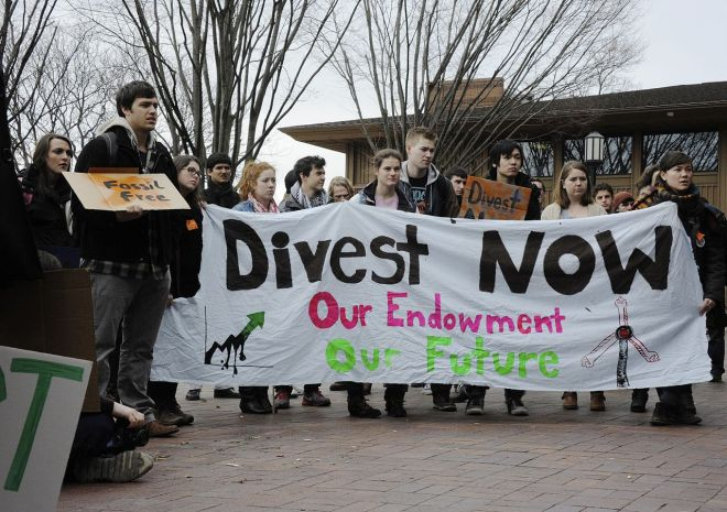 1280px-Fossil_Fuel_Divestment_Student_Protest_at_Tufts_University
