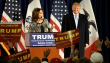 Sarah_Palin_speaks_at_a_rally_after_endorsing_Republican_presidential_candidate_Donald_Trump
