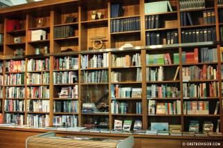 Muitos e muitos livros na lojinha
