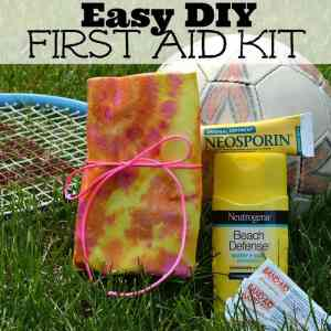 Easy DIY First Aid Kit for summer camp and activities #RewardHealthyChoices #Ad Easy DIY First Aid Kit sq