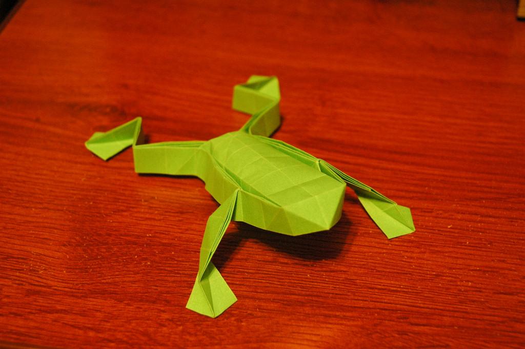Sapo em Origami
