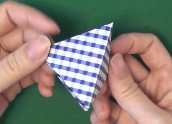 三角すい型の箱