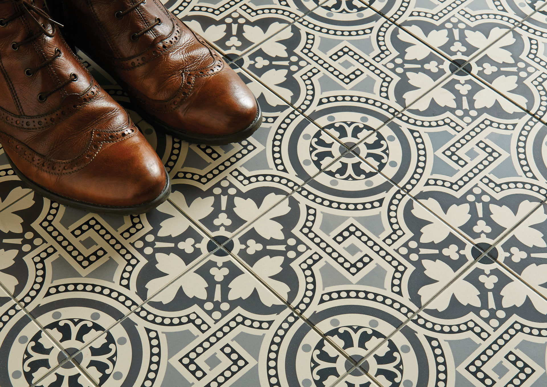 Houzz Küche Altbau Hand Decorated Floor Tiles