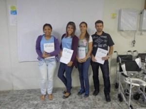 Da esquerda para a direita:- funcionária em treinamento Liana, funcionária em treinamento Janaina, convidados a FT Natália Ribeiro, estudante do curso de Técnico em Órteses/Próteses Thiago Carlos Gonçalves Ferreira.