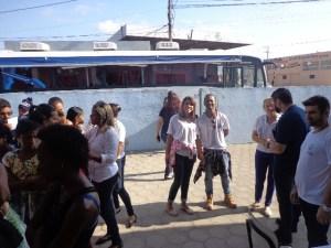 Registrando ao fundo o Ônibus da Secretaria de Ação Social, muito bem representado pelos profissionais da mesma.