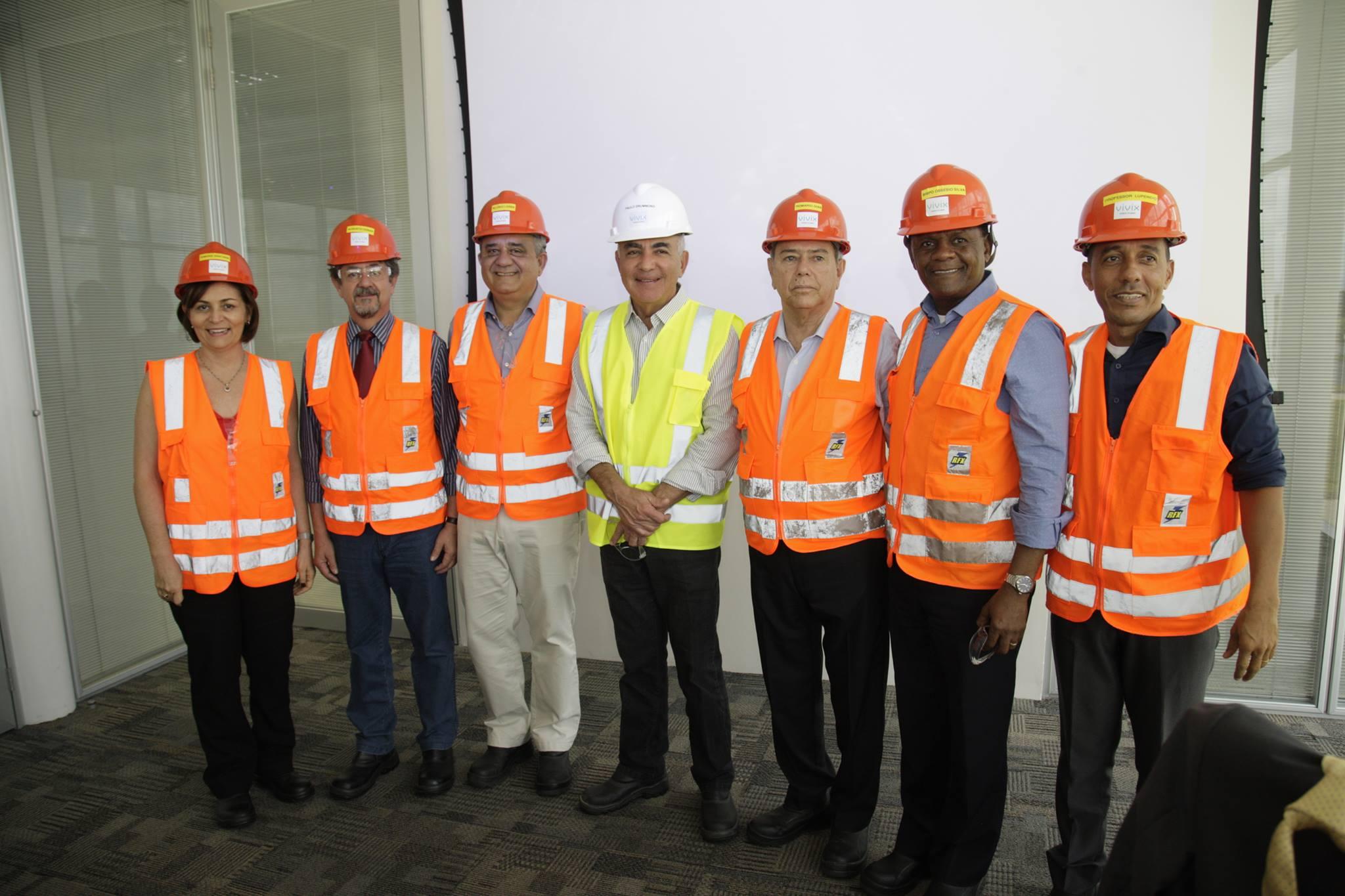 Deputados conhecem linha de produção de fábrica de vidros em Goiana