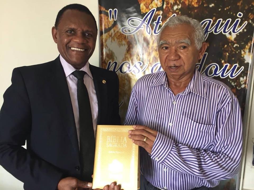 Pastor da igreja O Brasil para Cristo recebe Título de Cidadão