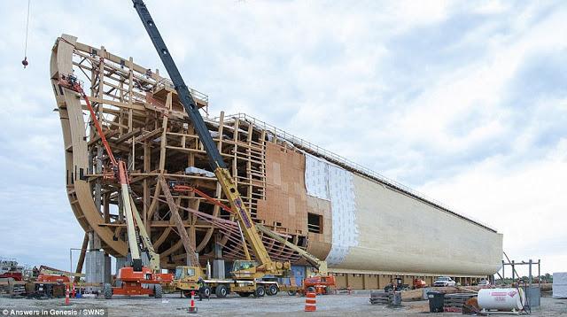 Réplica da Arca de Noé em tamanho real foi inaugurada nos EUA