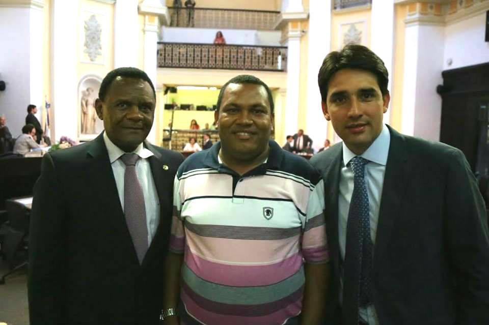 Sílvio Costa Filho e Ossesio Silva recebem vereador eleito de Petrolina (PE)