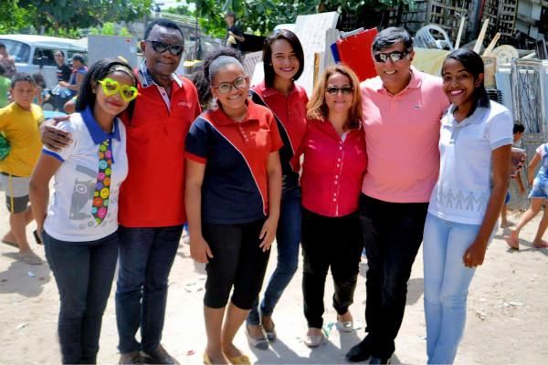 Ossesio Silva e Carlos Geraldo participam de ação social na comunidade do Detran no Recife