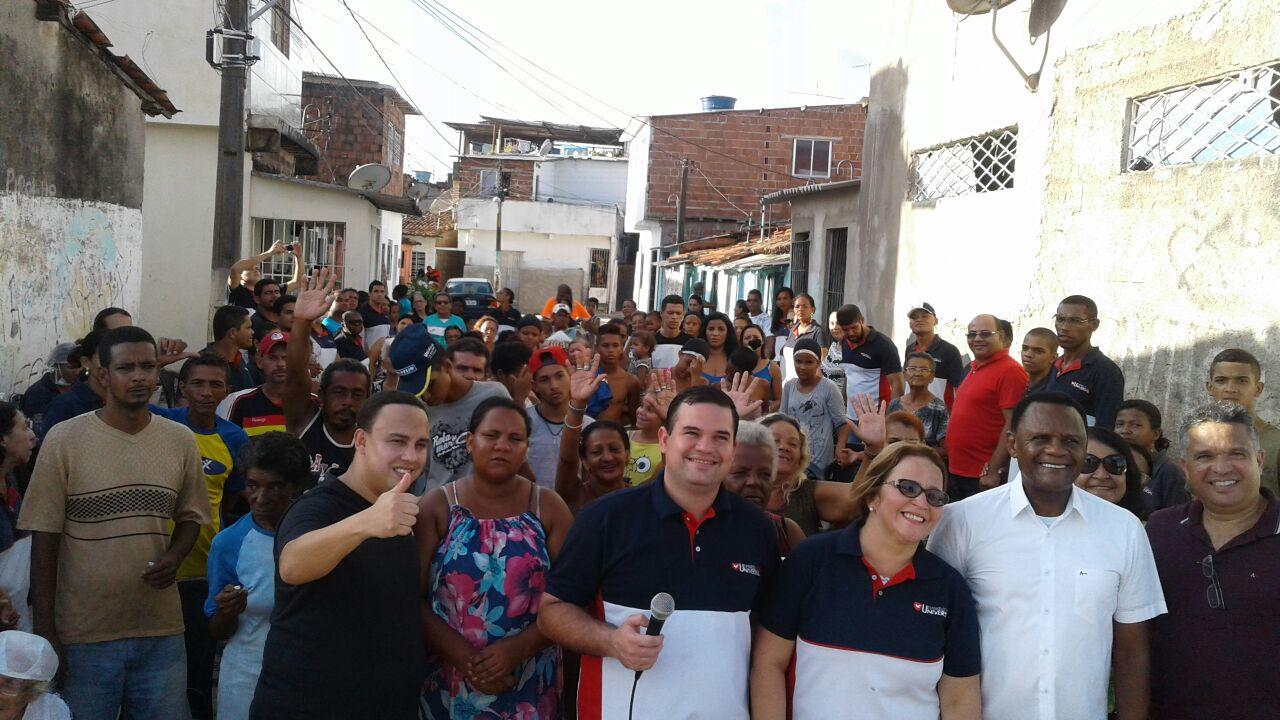 Bispos Ossesio e William participam do Agente da Comunidade no bairro da Mangueira