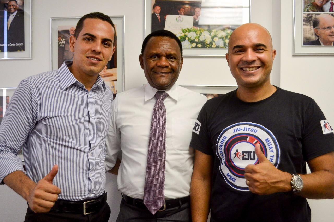 Deputado Ossesio recebe pastor Cadu Souza em seu gabinete