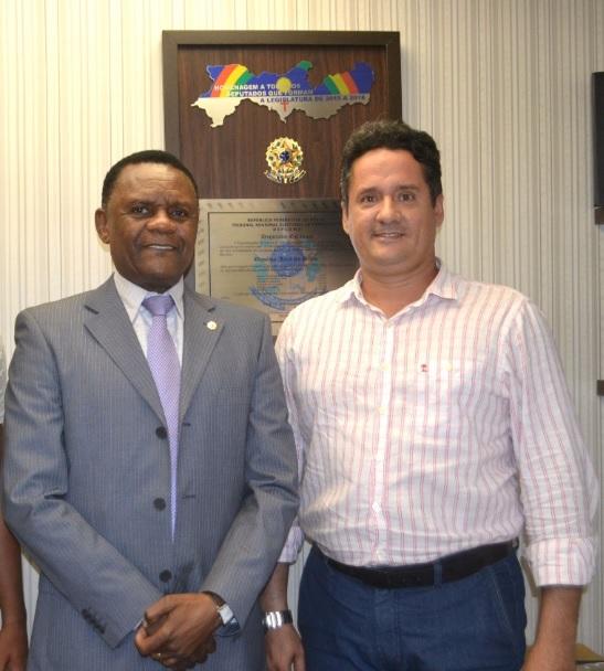 Deputado Ossesio recebe vereador Erik Silveira em seu gabinete
