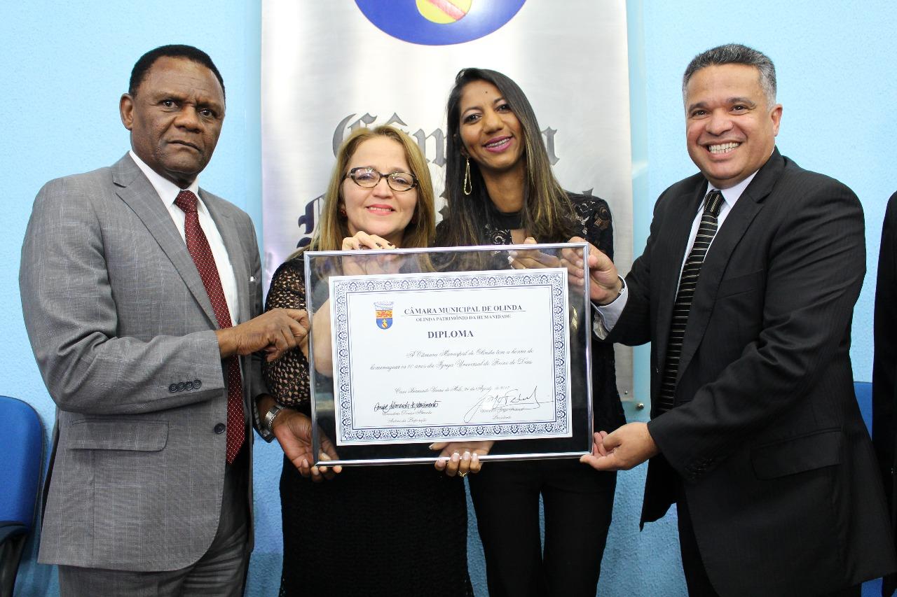 Deputado Ossesio Silva participa de homenagem a Universal na Câmara de Olinda