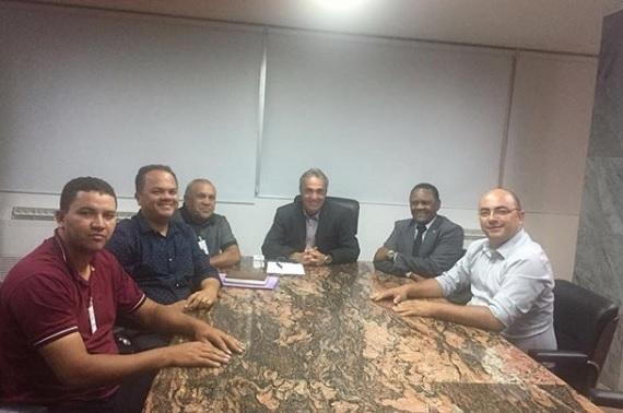 Deputado Ossesio Silva e vereador André Maio visitam Federação Pernambucana de Futebol