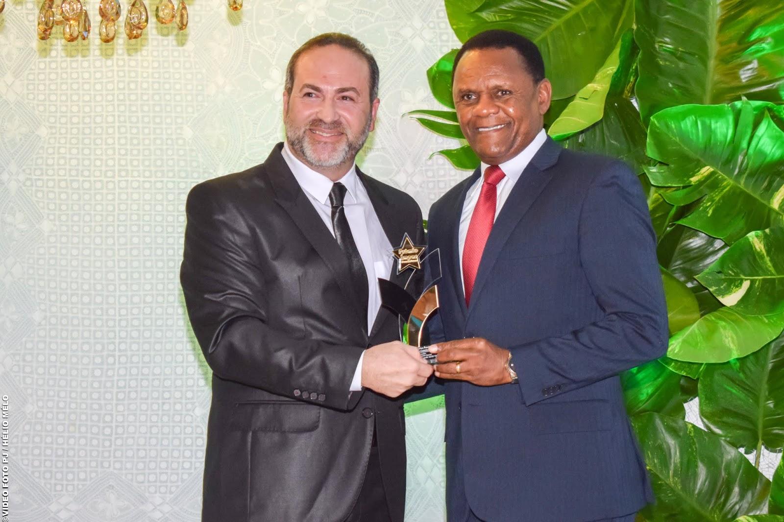 Deputado Ossesio Silva recebe Prêmio Ímpar em Pernambuco
