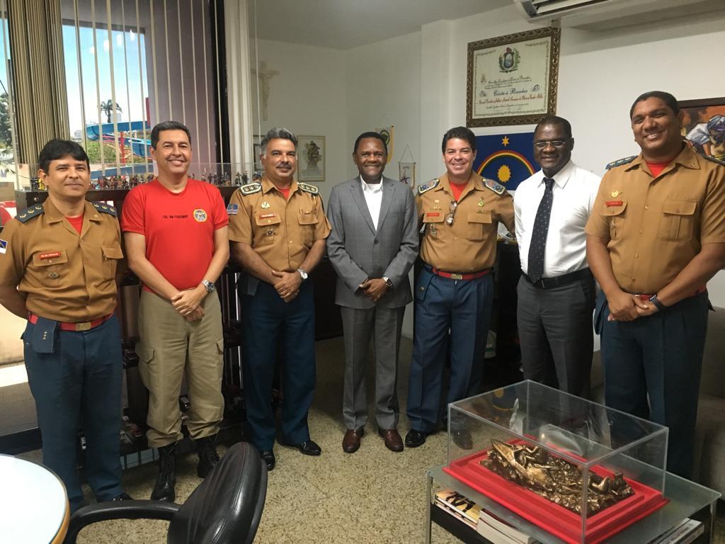Deputado Ossesio visita Comando do Corpo de Bombeiro de Pernambuco
