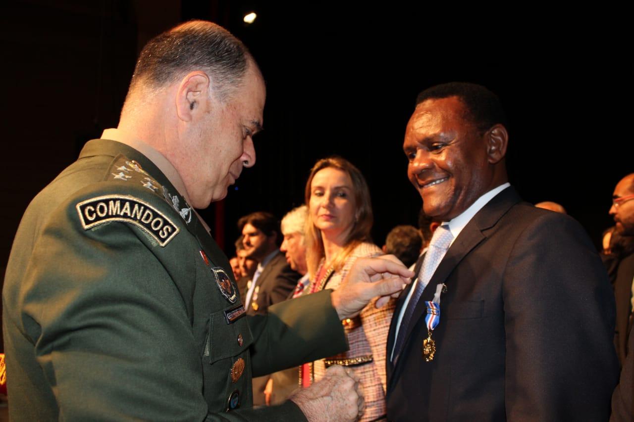 Deputado Ossesio é homenageado pelo Corpo de Bombeiros de Pernambuco