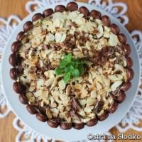 Tort Irish Cream Caramel z chrupiącymi migdałami i czekoladą