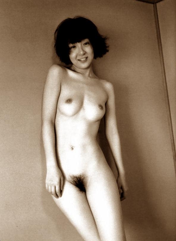 (人妻写真)藤田朋子(女優濡れ場)裸体写真☆☆発売中止の写真集からヘア&チクビ筋丸出し写真が流出☆☆(※写真あり)