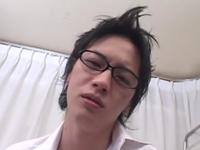オシャレ好きな眼鏡イケメンが学校で先生とエッチ