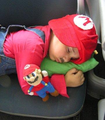 Rainer, disfrazado de Mario Bros
