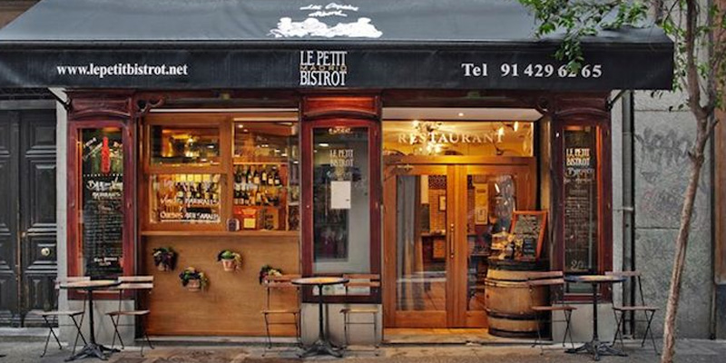Tabourets Rouges Brunch Le Petit Bistrot (m28 Madrid) - Oubruncher
