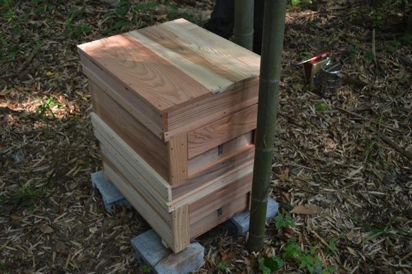 2段にしたミツバチの巣箱