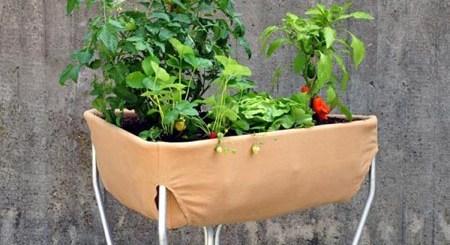 腰痛持ちの人も安心。足つきプランター「Hochbeet」で手軽に楽しく家庭菜園
