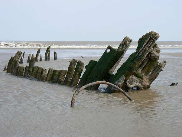 Wreck of the 'Try' at Saltfleet. Photo credit: Pete, 2007, CC BY-NC-ND 2.0