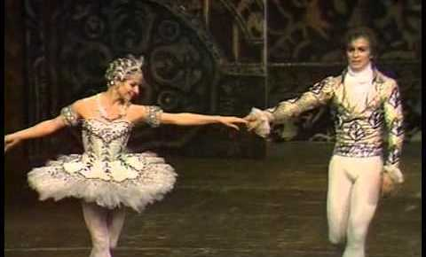 12/11/15 O&A NYC Shall We Dance Friday: Rudolf Nureyev and Merle Park  – The Nutcracker (1968)