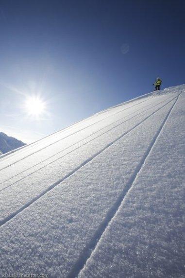 Strukturen im Schnee führen zum Fahrer