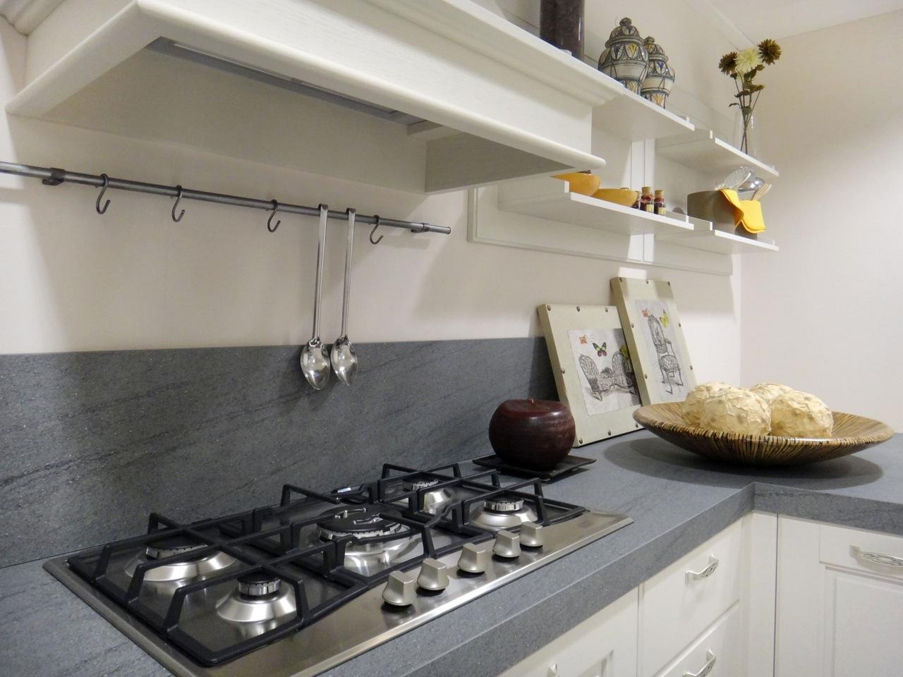 Cucina bianca top bianco affascinante cucina bianca e legno