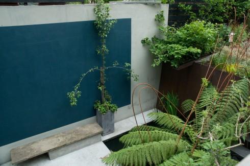 Sumptuous sunken level in Deborah Nagan's garden May 2013