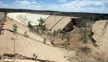 Trecho abandonado das obras de transposição. Custo ultrapassou R$ 8 bilhões, sem água à vista