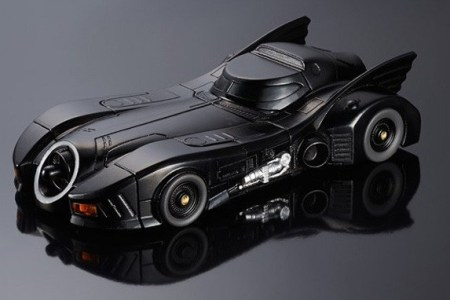 article_1422719723_BANDAI-BATMOBILE-iPhone-6-1