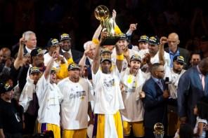 美國知名樂團 The Roots 演唱 2015-2016 NBA 總冠軍戰主題曲《Champion》