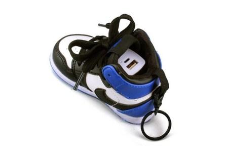 air-jordan-1-phone-charger-1