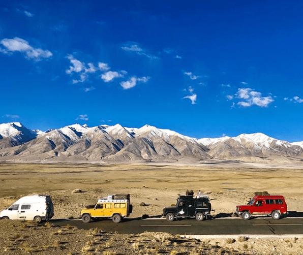 084_Pandora_on_the_road_tibet